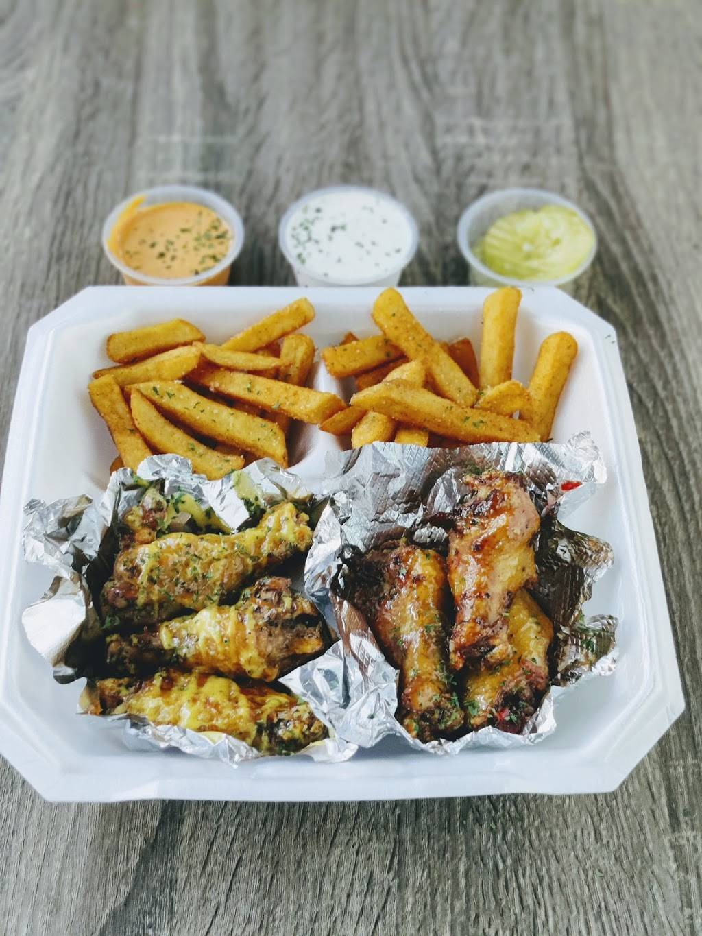 Cloud 9 Wings and More   restaurant   6199 Griggs Rd, Houston, TX 77023, USA   8329809464 OR +1 832-980-9464