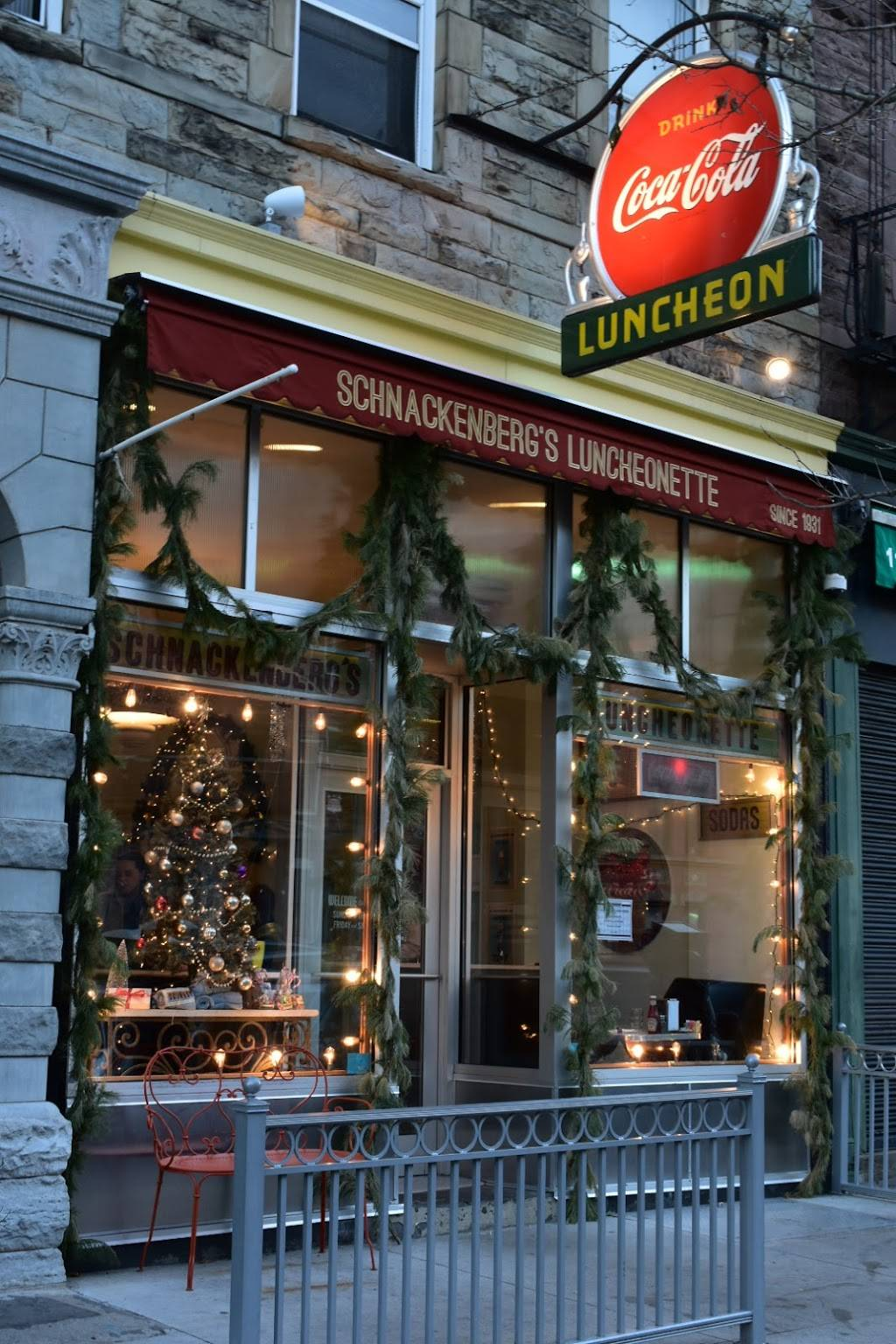 Schnackenbergs Luncheonette | restaurant | 1110 Washington St, Hoboken, NJ 07030, USA | 2017665533 OR +1 201-766-5533