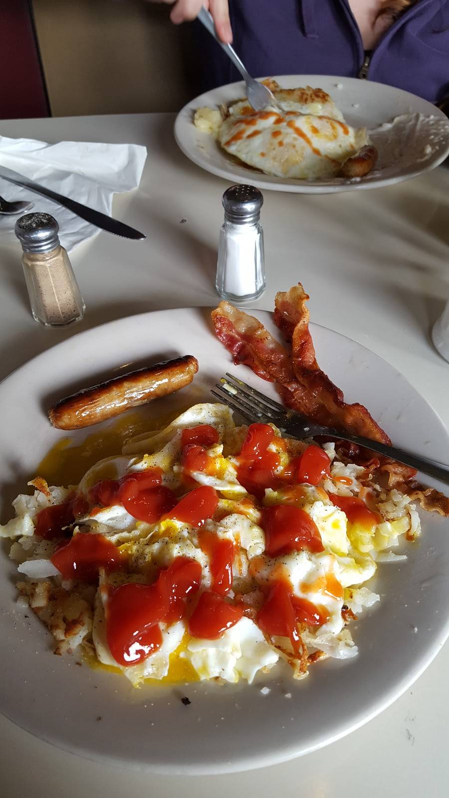 Nicks Diner   restaurant   4116 Lorain Ave, Cleveland, OH 44113, USA   2166317757 OR +1 216-631-7757