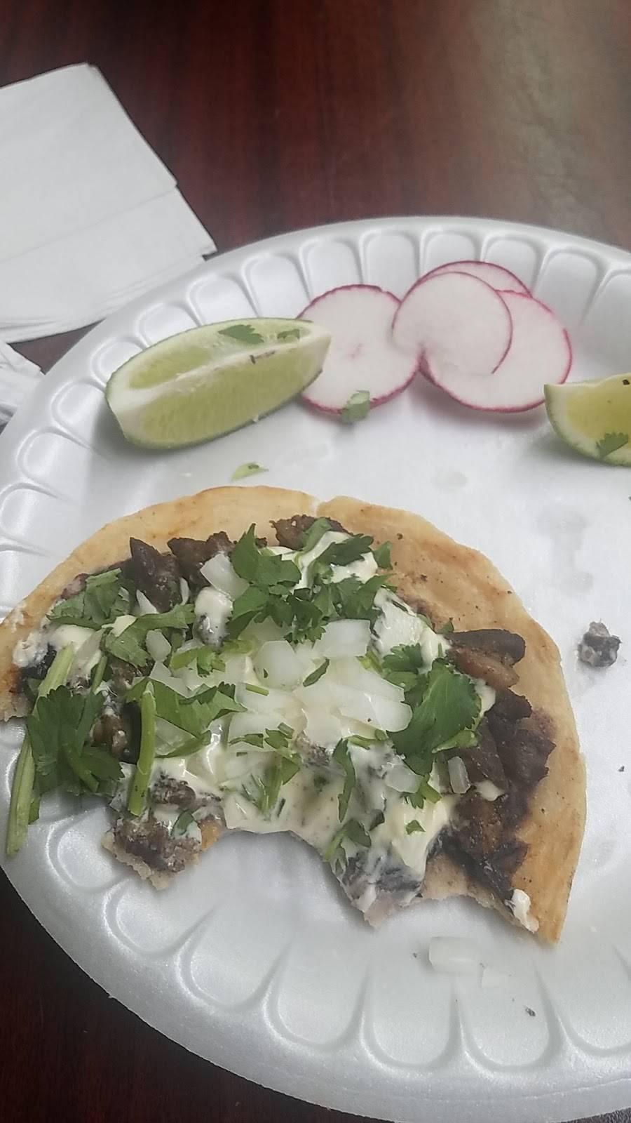 Las Chatas | restaurant | 599 E 184th St, Bronx, NY 10458, USA | 7183651207 OR +1 718-365-1207
