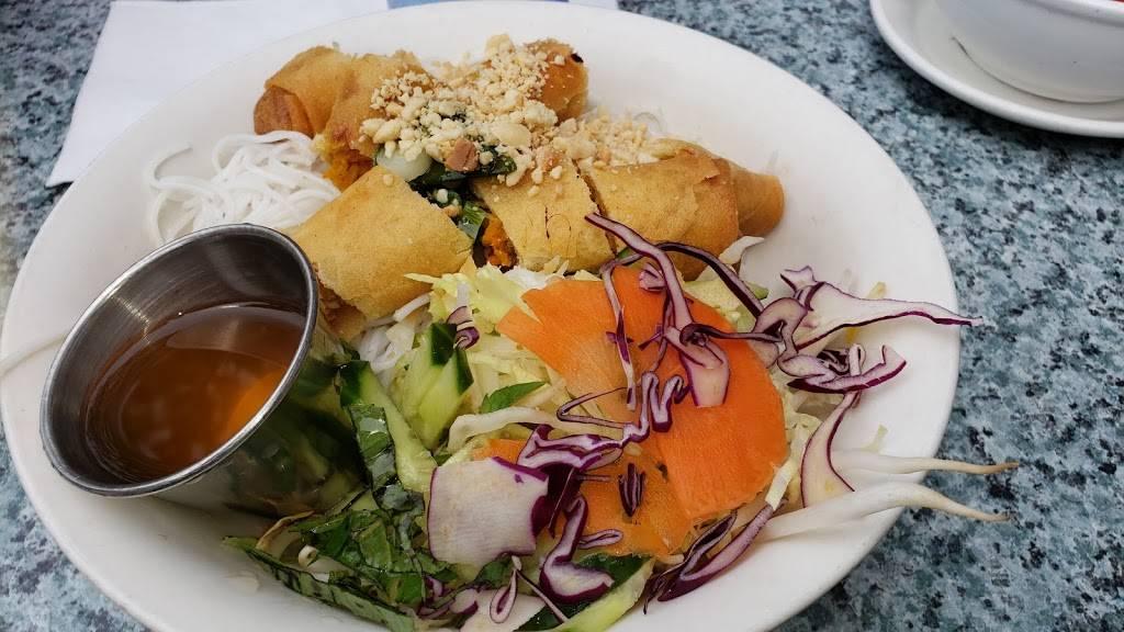 Pho Lien | restaurant | 5703B Chemin de la Côte-des-Neiges, Montréal, QC H3S 1Y7, Canada | 5147356949 OR +1 514-735-6949