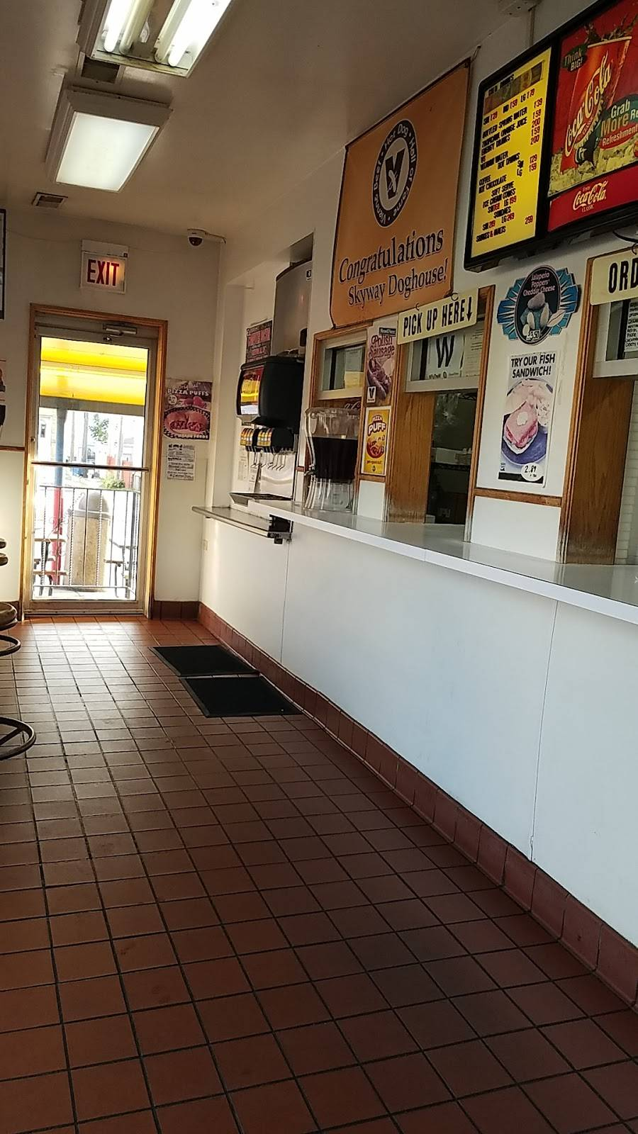 Skyway Doghouse | restaurant | 9480 S Ewing Ave, Chicago, IL 60617, USA | 7737312000 OR +1 773-731-2000