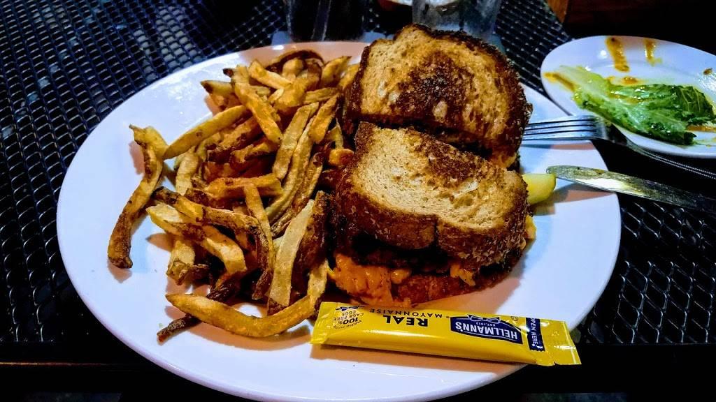 Vickerys Bar & Grill - Glenwood Park | restaurant | 933 Garrett St #101, Atlanta, GA 30316, USA | 4046278818 OR +1 404-627-8818
