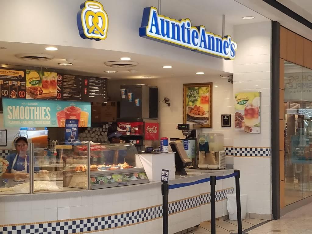 Auntie Annes | restaurant | 300 Monticello Ave, Norfolk, VA 23510, USA | 7576249797 OR +1 757-624-9797