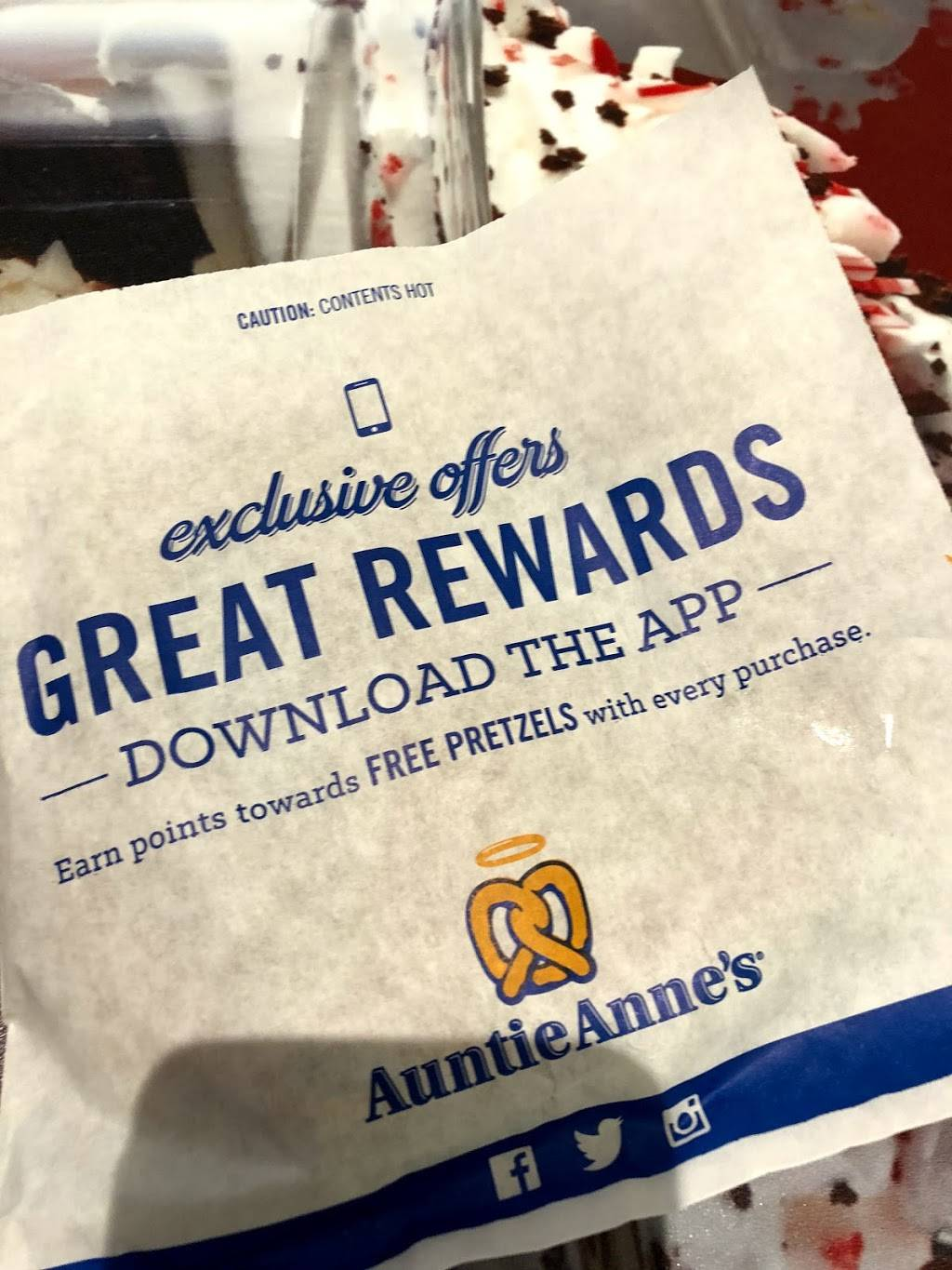 Auntie Annes   cafe   400 Commons Way #338, Bridgewater, NJ 08807, USA   9082180780 OR +1 908-218-0780