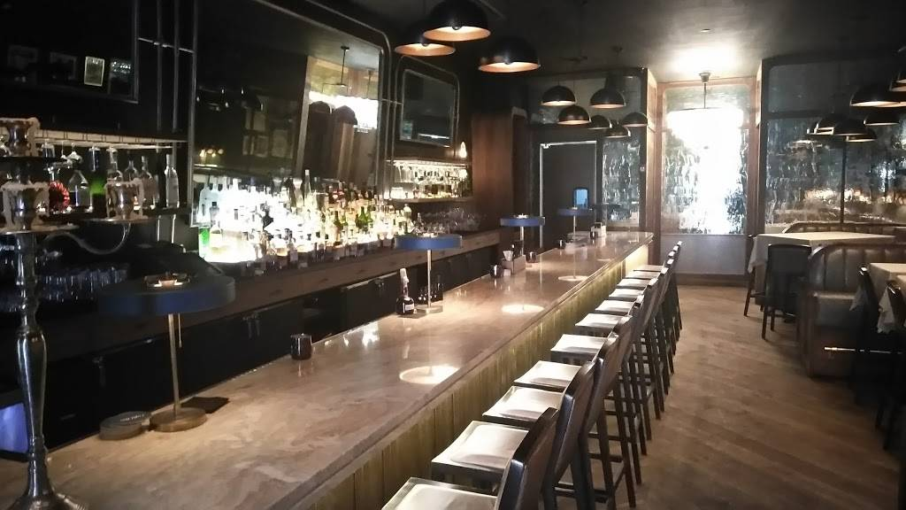 Eight Bar and Patio | restaurant | 8 W Maple St #1, Chicago, IL 60610, USA | 3129448888 OR +1 312-944-8888