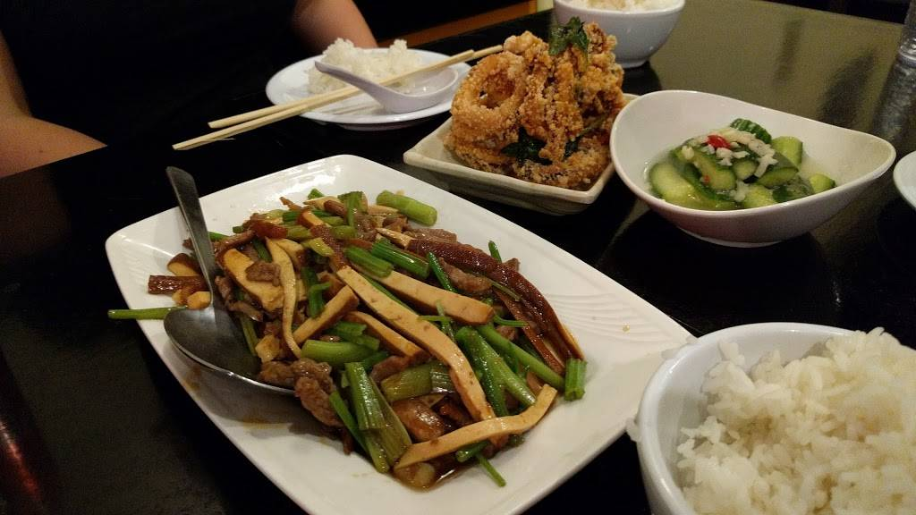 Happy Stony Noodle | restaurant | 83-47 Dongan Ave, Queens, NY 11373, USA | 7183350500 OR +1 718-335-0500