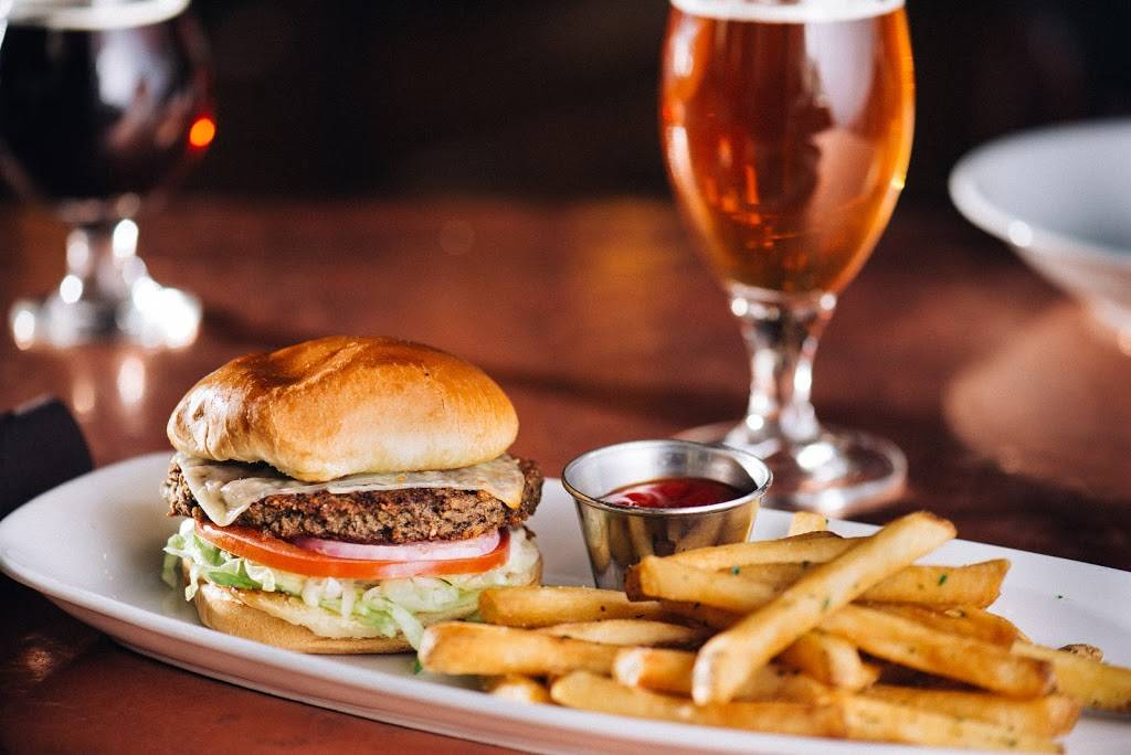Old Town Pour House - Chicago | restaurant | 1419 N Wells St, Chicago, IL 60610, USA | 3124772800 OR +1 312-477-2800
