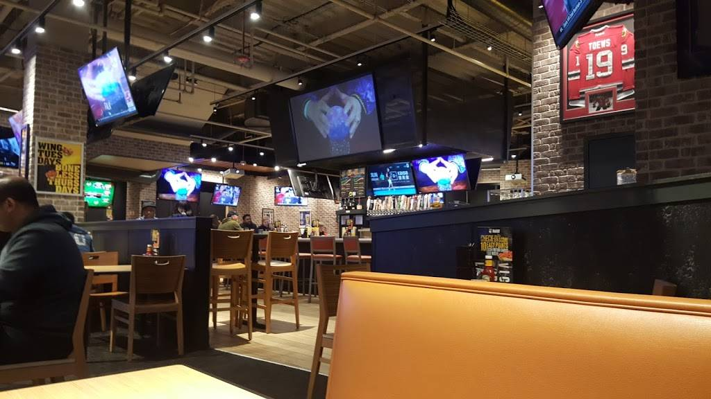 Buffalo Wild Wings   restaurant   4999 Old Orchard Rd, Skokie, IL 60077, USA   8476742034 OR +1 847-674-2034