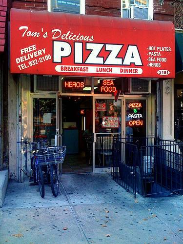 Toms Delicious Pizza | restaurant | 3161 Broadway, New York, NY 10027, USA | 2129322100 OR +1 212-932-2100