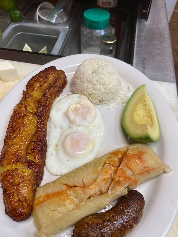 El salvadoreño | restaurant | 1234 E Euclid Ave, Des Moines, IA 50316, USA | 5152441027 OR +1 515-244-1027