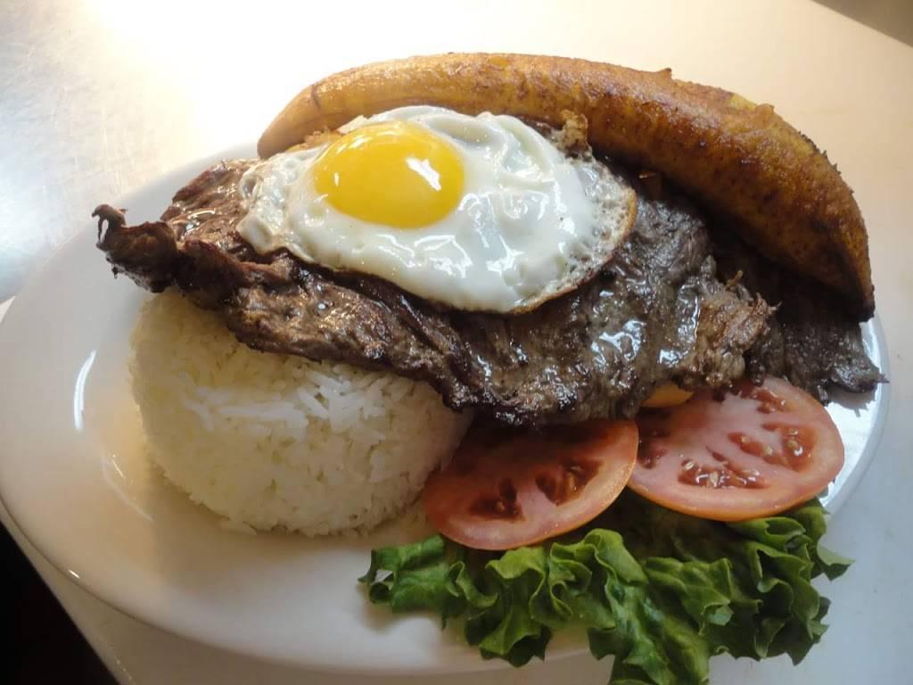 Justas Chicken #2   restaurant   2870 Garber Way, Woodbridge, VA 22192, USA   7034799590 OR +1 703-479-9590