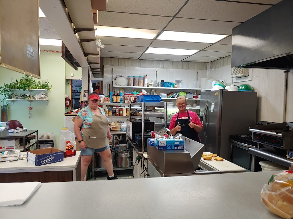 Fenwick Diner & Catering   restaurant   2709 Richwood Rd, Fenwick, WV 26202, USA   3048462939 OR +1 304-846-2939