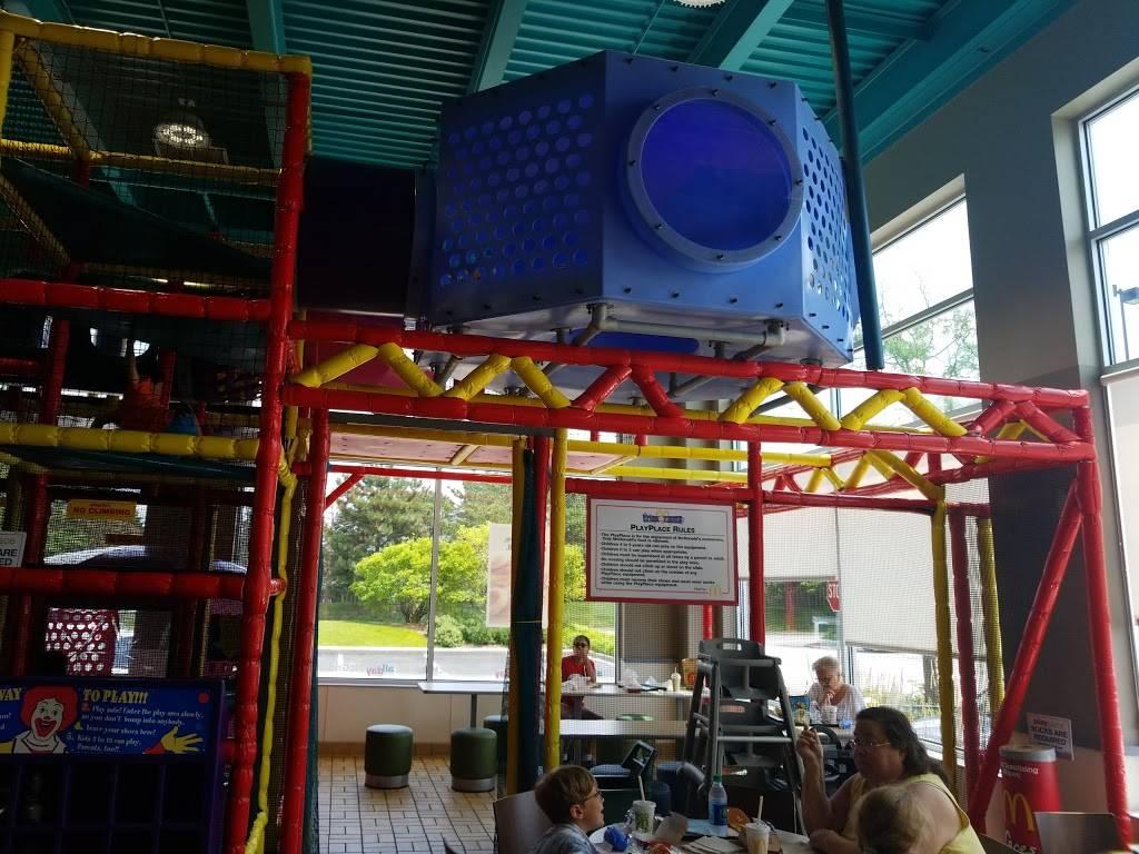 McDonalds | cafe | 1355 Lake Cook Rd, Wheeling, IL 60090, USA | 8472291891 OR +1 847-229-1891