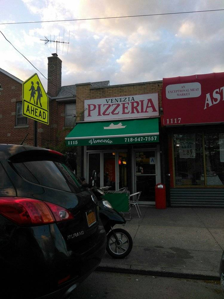 Venezia Pizzeria | restaurant | 1115 Astor Ave, Bronx, NY 10469, USA | 7185477557 OR +1 718-547-7557