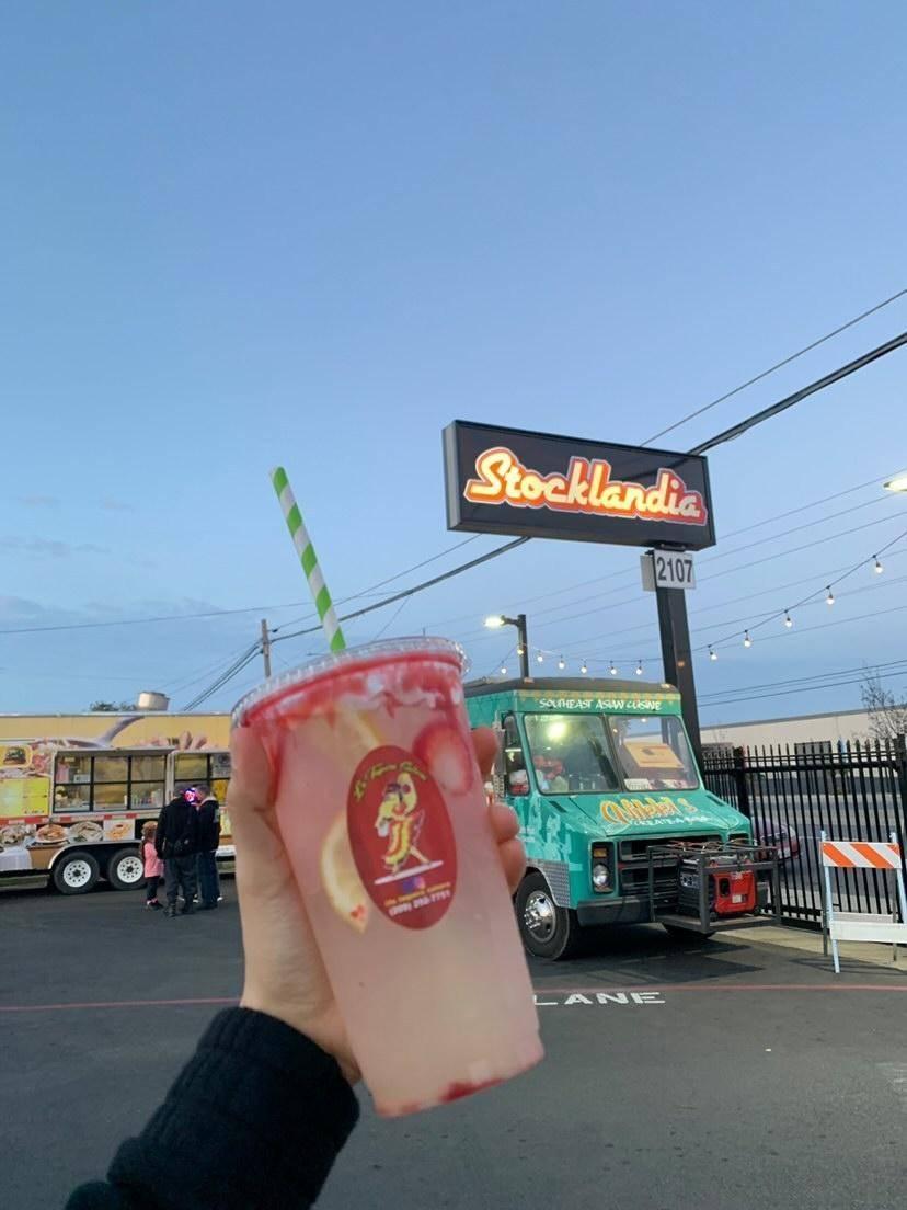 La Taquera Salsera | restaurant | 2107 West Ln, Stockton, CA 95207, USA | 2092927751 OR +1 209-292-7751