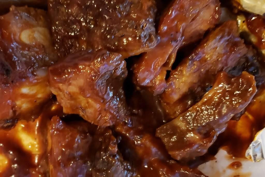 Essie Maes BBQ | restaurant | 225 W Main St, Freeport, IL 61032, USA | 8156165739 OR +1 815-616-5739