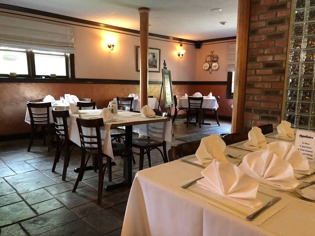 Friends Restaurant & Pub | restaurant | 350 Market St, Lowell, MA 01852, USA | 9784538285 OR +1 978-453-8285