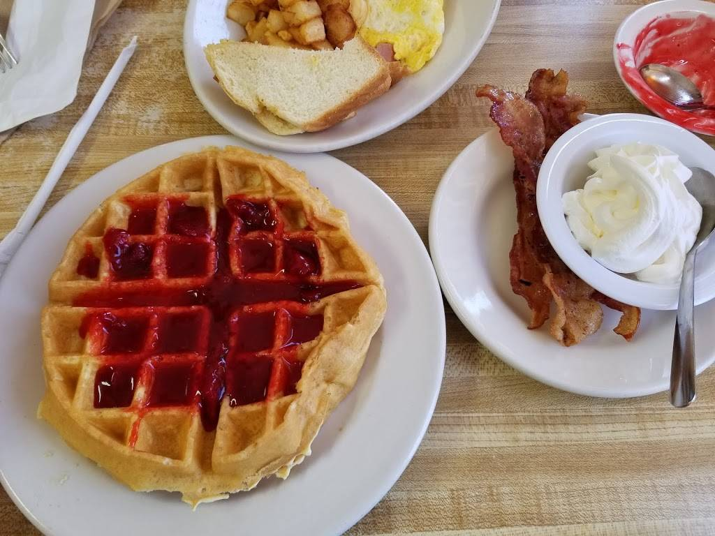 Russells Place Restaurant | restaurant | 5700 E Oak Island Dr, Oak Island, NC 28465, USA | 9102783070 OR +1 910-278-3070