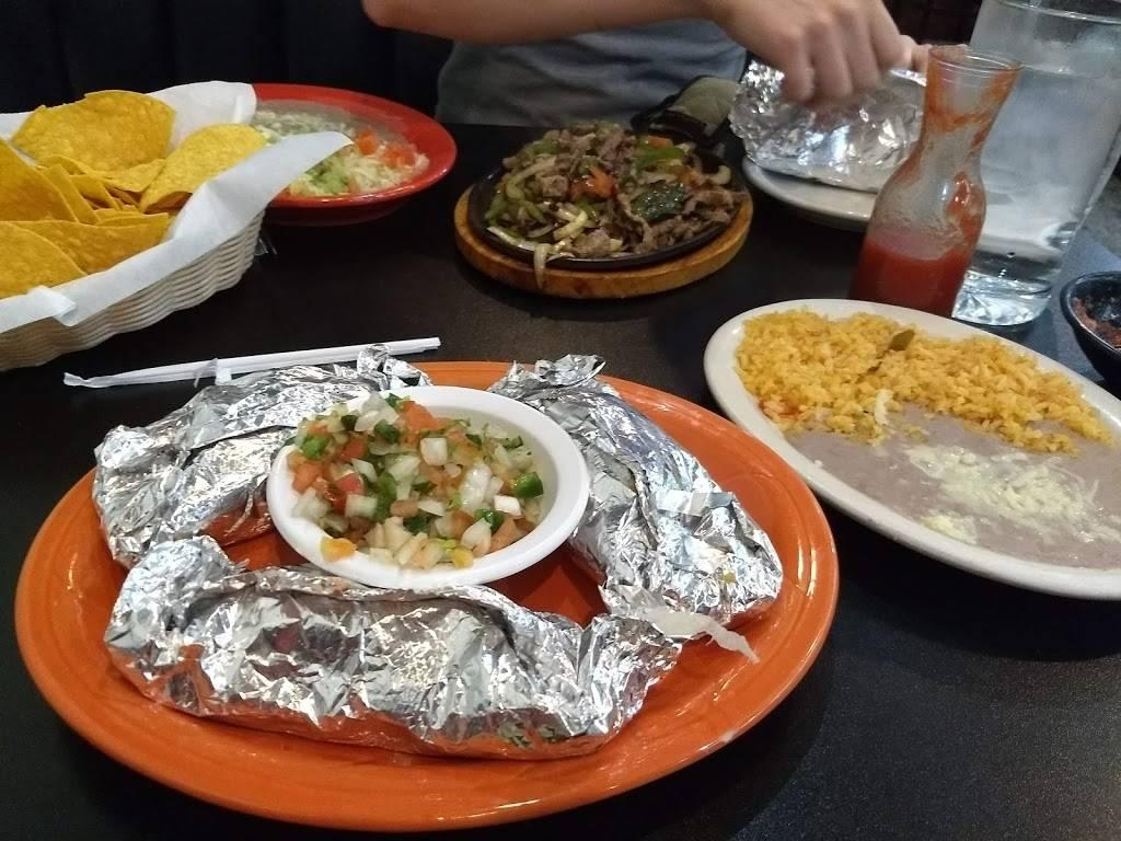El Patio | restaurant | 2506 Village Green Pl, Champaign, IL 61822, USA | 2176007683 OR +1 217-600-7683