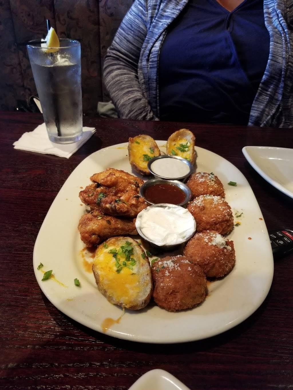 Houlihans | restaurant | 151 Lefante Way, Bayonne, NJ 07002, USA | 2018580400 OR +1 201-858-0400