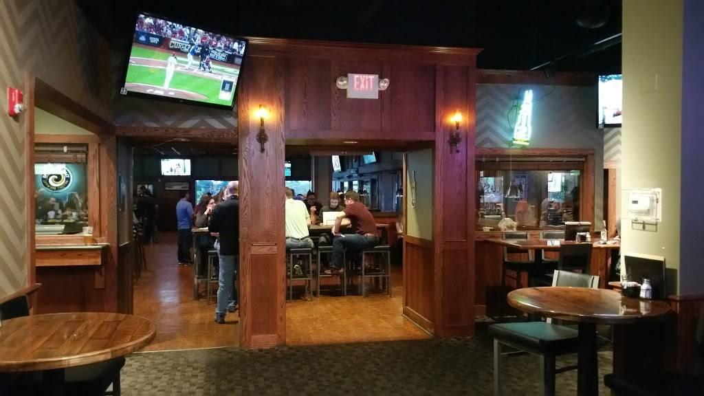Fox & Hound   restaurant   910-918 W Dundee Rd, Arlington Heights, IL 60004, USA   8475909019 OR +1 847-590-9019