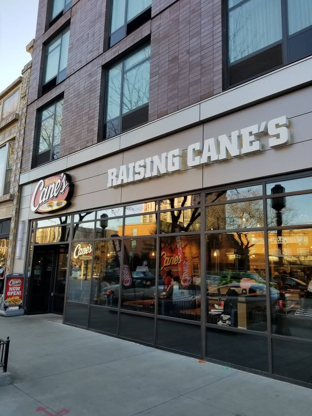 Raising Canes Chicken Fingers | meal takeaway | 6568 N Sheridan Rd, Chicago, IL 60626, USA | 7733819480 OR +1 773-381-9480