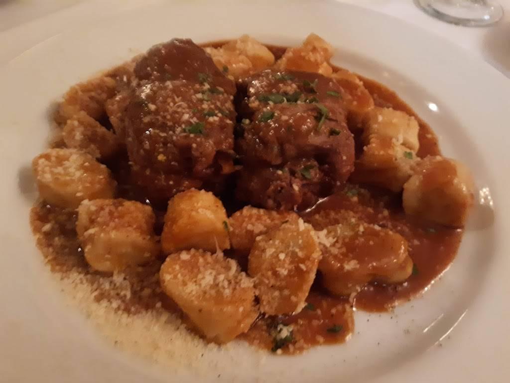 Bennys | restaurant | 199 Post Ave, Westbury, NY 11590, USA | 5169978111 OR +1 516-997-8111