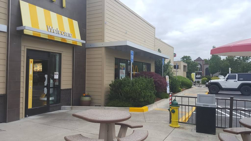McDonalds | cafe | 3405 Gateway St, Springfield, OR 97477, USA | 5417462819 OR +1 541-746-2819