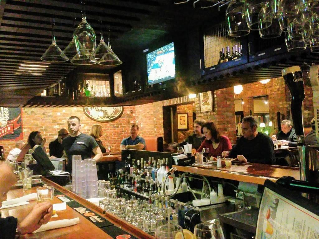 Joey Garlics Newington   restaurant   150 Kitts Ln, Newington, CT 06111, USA   8603724620 OR +1 860-372-4620