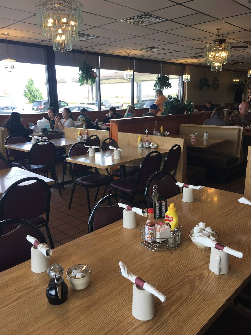 Four Star Family Restaurant | cafe | 1340 May Rd, Peru, IL 61354, USA | 8152236511 OR +1 815-223-6511