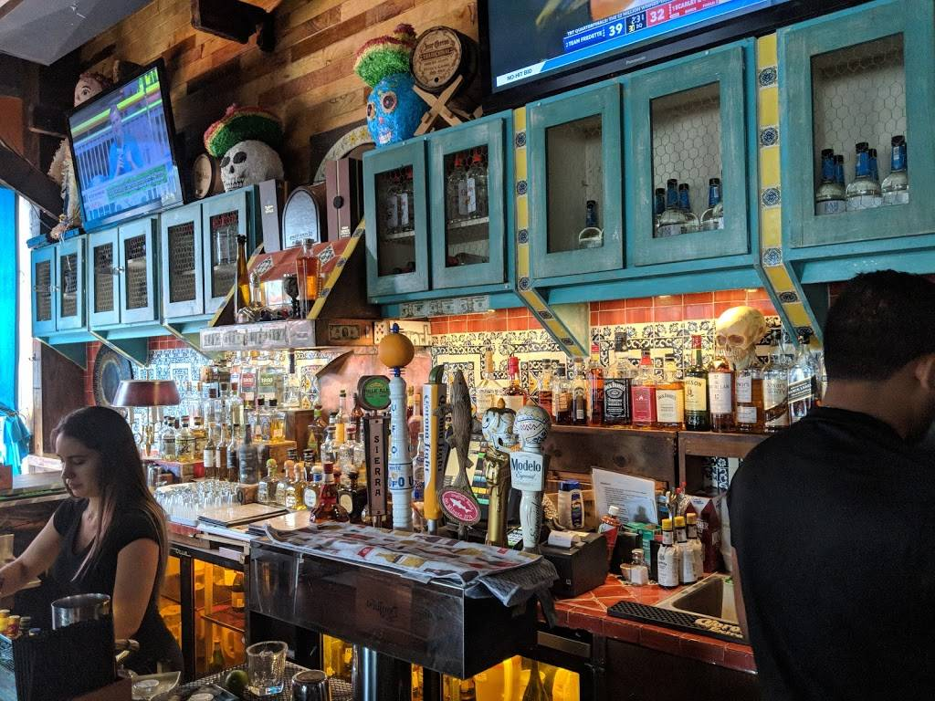 Skinnys Cantina | restaurant | 4705 Center Blvd, Long Island City, NY 11109, USA | 7187298300 OR +1 718-729-8300