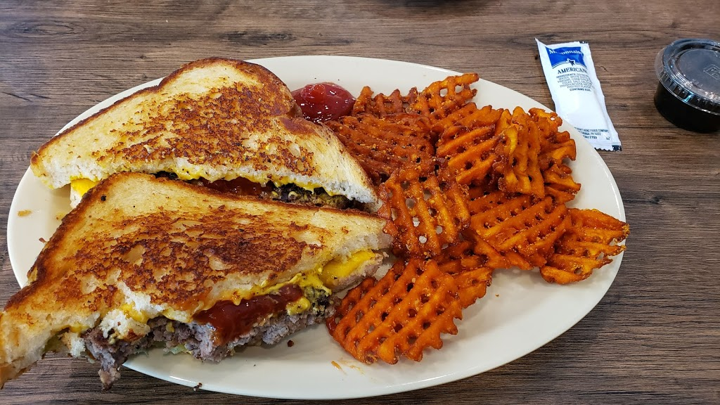 Yesterdays Family Sports Grill | restaurant | 90 Main St Suite 104, Senoia, GA 30276, USA | 7707279365 OR +1 770-727-9365
