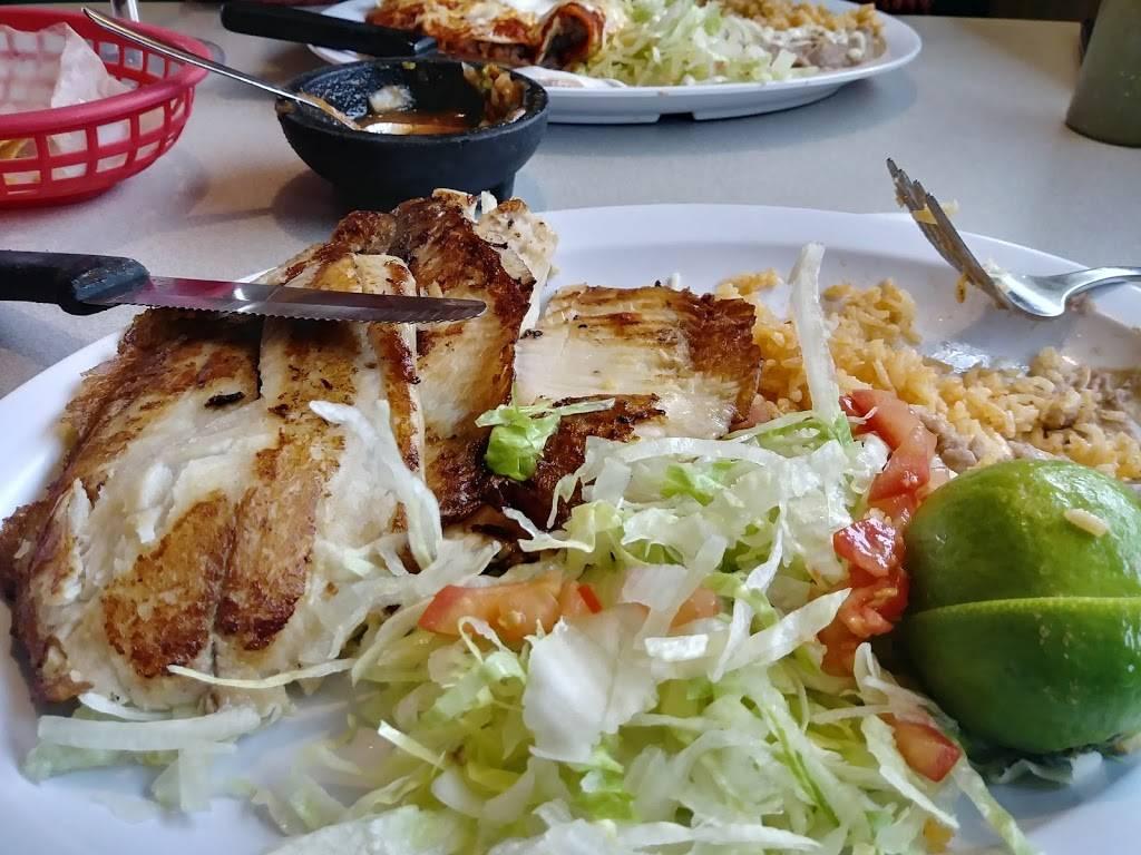 Los Burritos Mexicanos | restaurant | 118 North Ave, Villa Park, IL 60181, USA | 6308322874 OR +1 630-832-2874