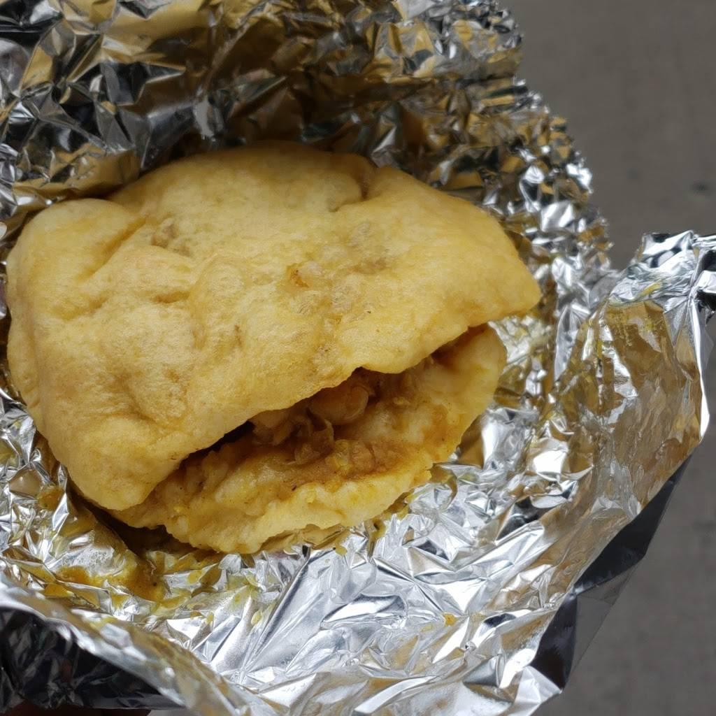 Ferozas Roti | restaurant | 716 Burke Ave, Bronx, NY 10467, USA | 7184059081 OR +1 718-405-9081