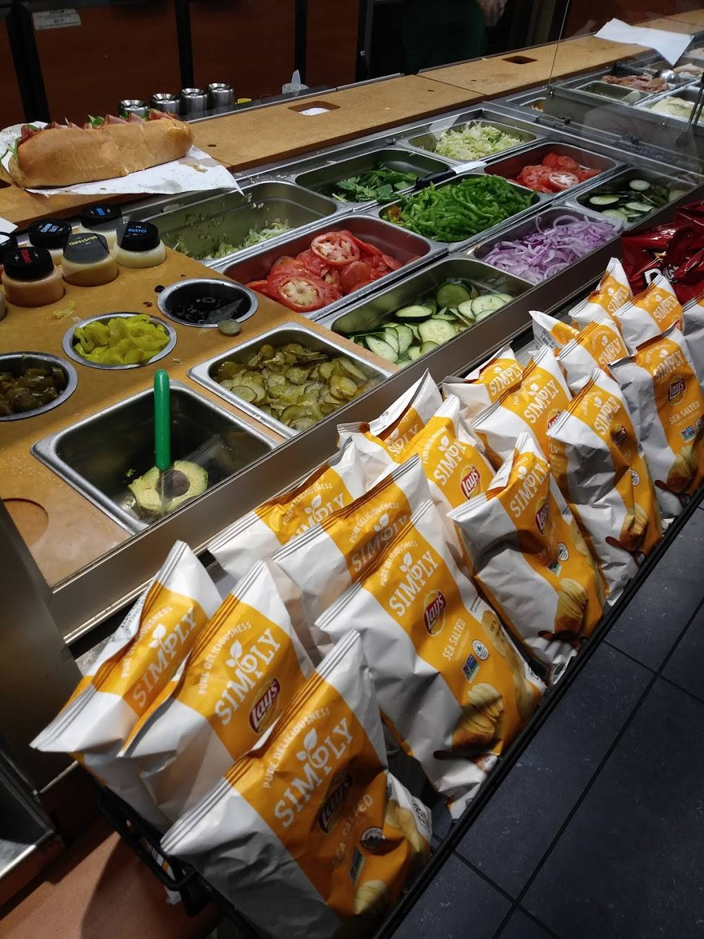 Subway | meal takeaway | 352 W Valley Pkwy, Escondido, CA 92025, USA | 7607358870 OR +1 760-735-8870