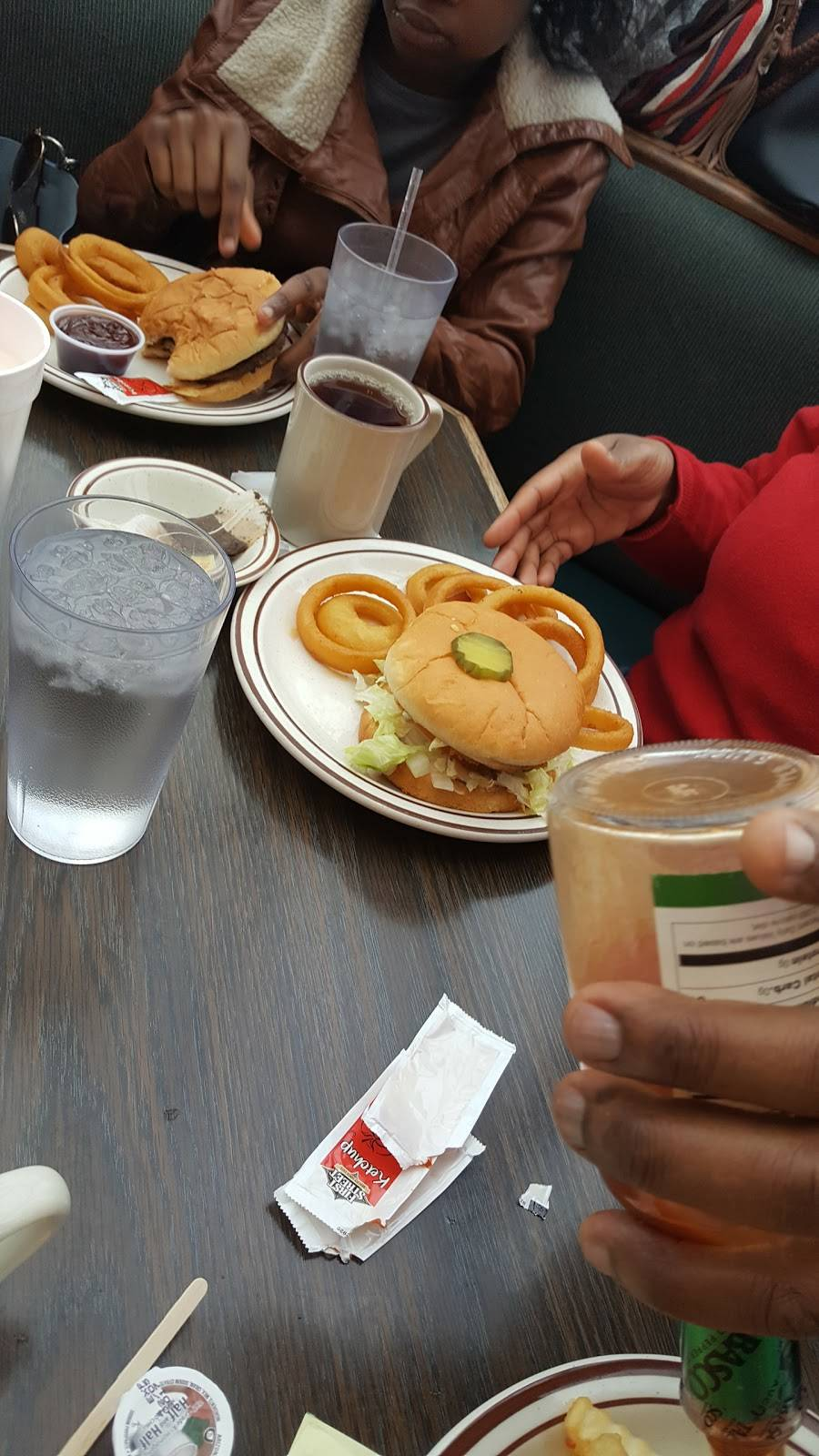 Fountain Drive-In | restaurant | 127 E Division St, Arlington, WA 98223, USA | 3604356601 OR +1 360-435-6601