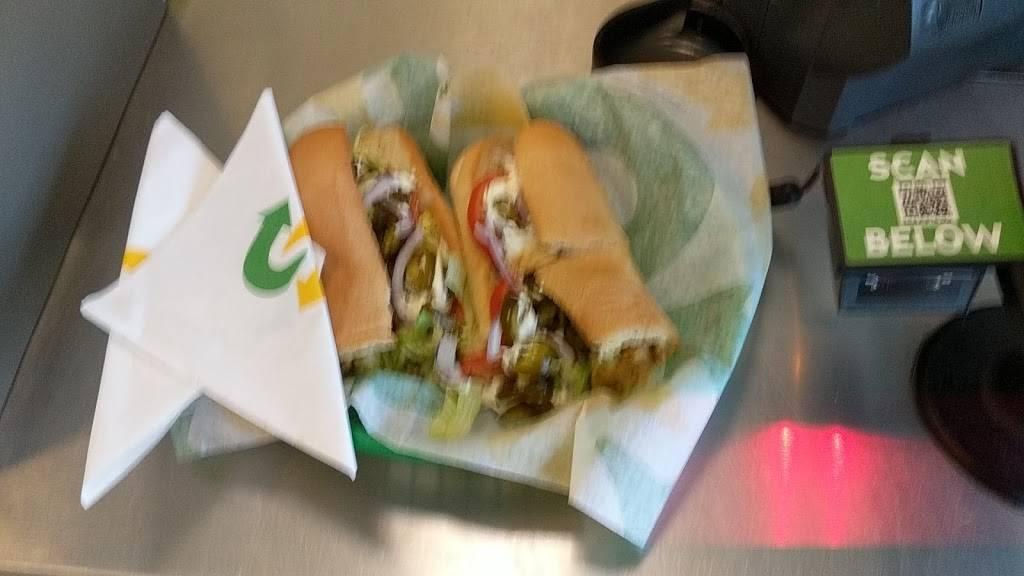 Subway Restaurants   restaurant   23237 Stringtown Rd, Clarksburg, MD 20871, USA   3015152858 OR +1 301-515-2858