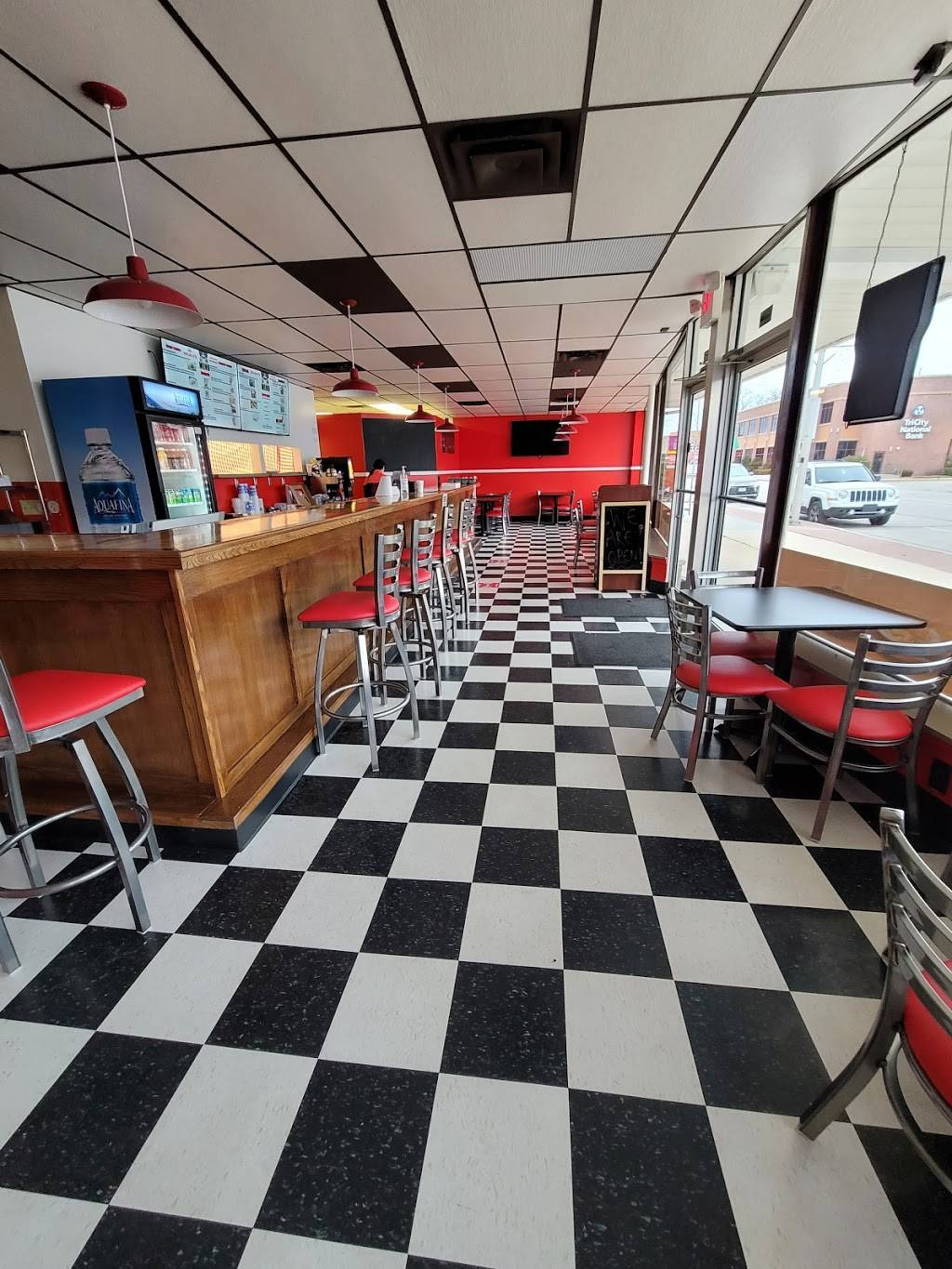 Burger Town | restaurant | 2206 10th Ave, South Milwaukee, WI 53172, USA | 4143019715 OR +1 414-301-9715