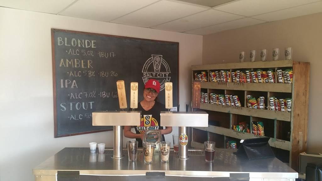 Salt City Brewing Company | restaurant | 514 N Main St, Hutchinson, KS 67501, USA | 6209606210 OR +1 620-960-6210