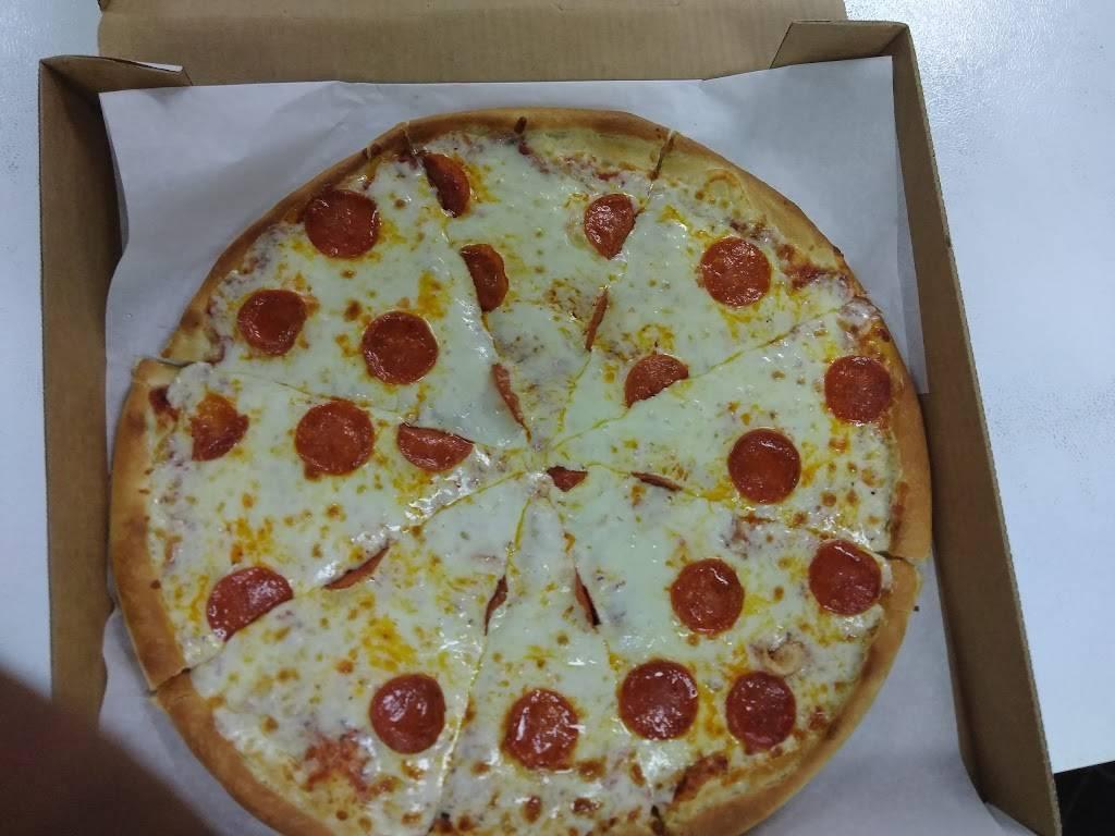 Daniels Pizza | restaurant | 3 Main St, Summerton, SC 29148, USA