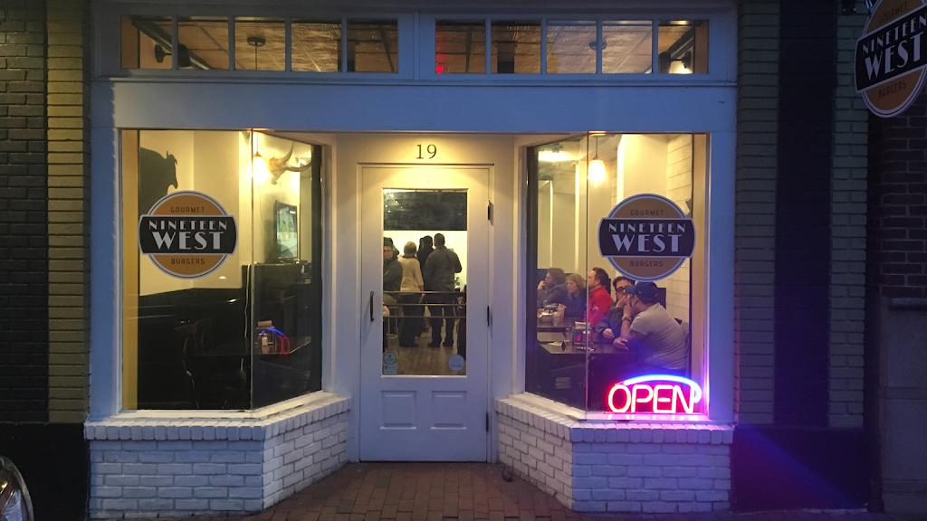 Nineteen West Gourmet Burgers | restaurant | 19 W Market St, Leesburg, VA 20176, USA | 7039199866 OR +1 703-919-9866