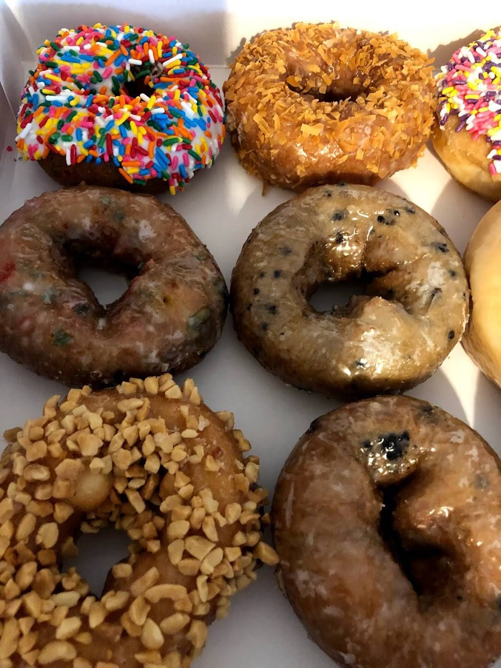 Daylight Donuts & Cafe   bakery   5228 Cemetery Rd, Hilliard, OH 43026, USA   6147427888 OR +1 614-742-7888