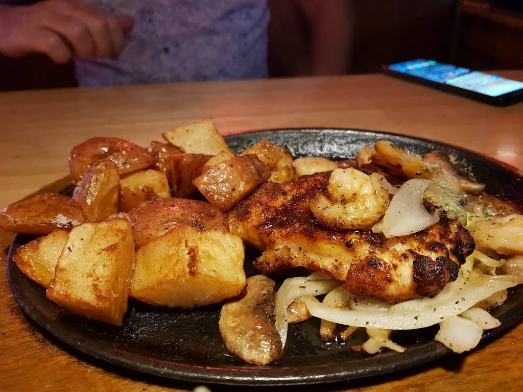 Applebees Grill + Bar   restaurant   3340 S Maryland Pkwy, Las Vegas, NV 89109, USA   7027374990 OR +1 702-737-4990