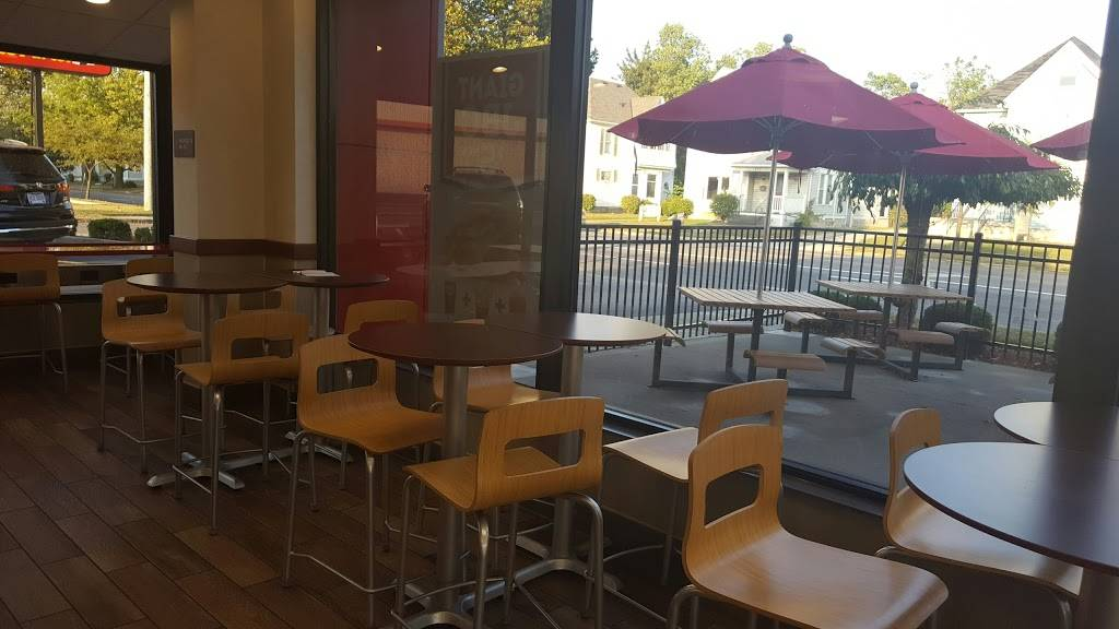 Wendys   restaurant   700 S Main St, Bellefontaine, OH 43311, USA   9375933377 OR +1 937-593-3377