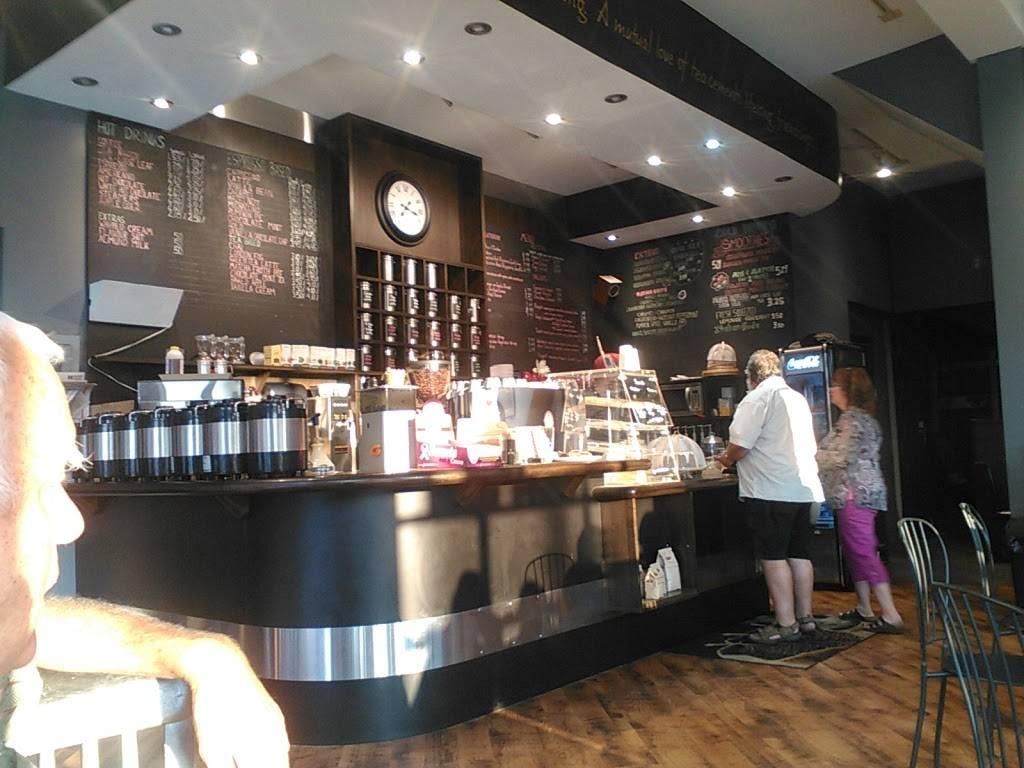 Frog Pond Cafe | cafe | 209 8th St E, Owen Sound, ON N4K 1L2, Canada | 5193717000 OR +1 519-371-7000