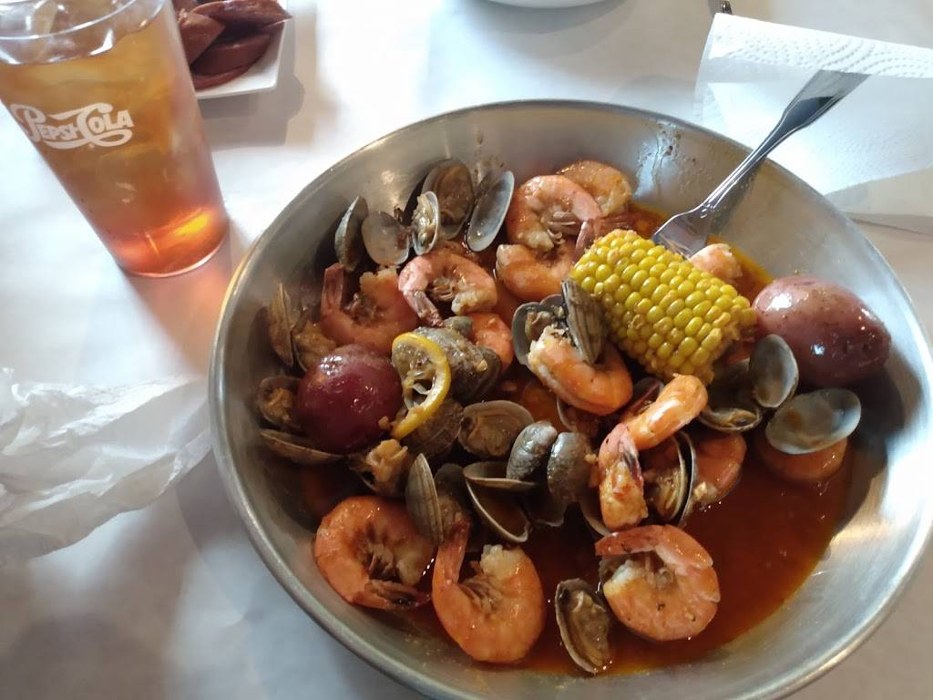 Golden Crab - Boiled Seafood & Bar   restaurant   902 Meijer Dr, Champaign, IL 61822, USA   2172816888 OR +1 217-281-6888