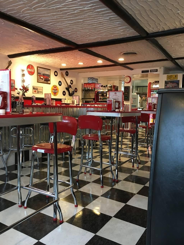 The Fabulous 50s Diner   restaurant   2650 Boston Rd, Wilbraham, MA 01095, USA   4132793455 OR +1 413-279-3455