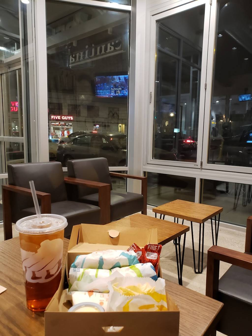 Taco Bell Cantina | restaurant | 2407 N Clark St, Chicago, IL 60614, USA | 7732374661 OR +1 773-237-4661