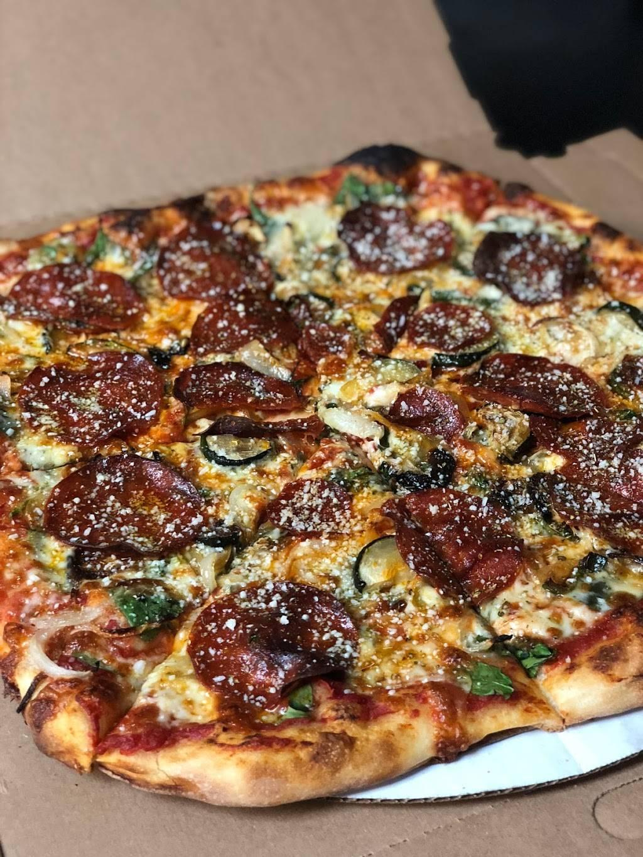 Smack Dab Pizza | restaurant | 6730 N Clark St, Chicago, IL 60626, USA | 8722419111 OR +1 872-241-9111